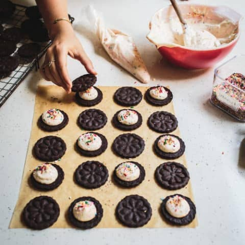 Food Blogger Izy Hossack makes DIY Birthday Cake Oreos